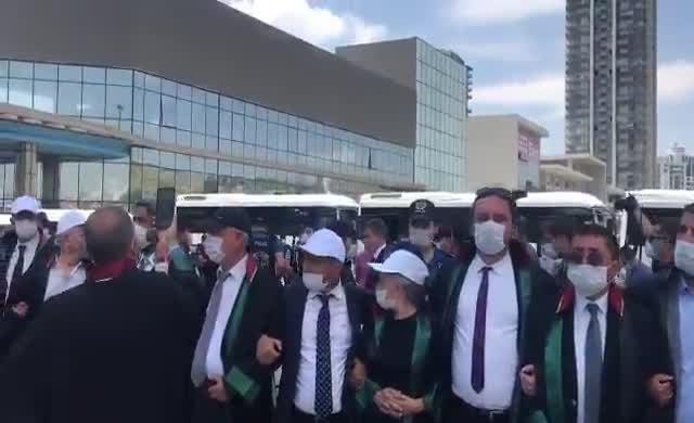 Feyzioğlu'na unutamayacağı ders: Avukatlar sırtlarını dönüp alana sokmadı