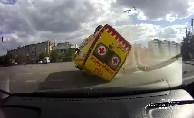 İlginç Ambulans kazası