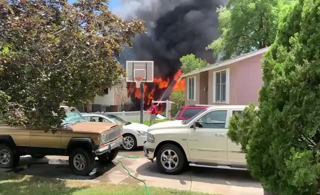 Korkunç kaza: Uçak evin üzerine düştü