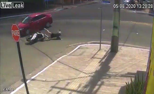 Kameralara takılan ilginç kaza