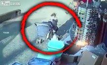 3 küçük çocuğun kaza anındaki kurtuluşu kameralara yansıdı