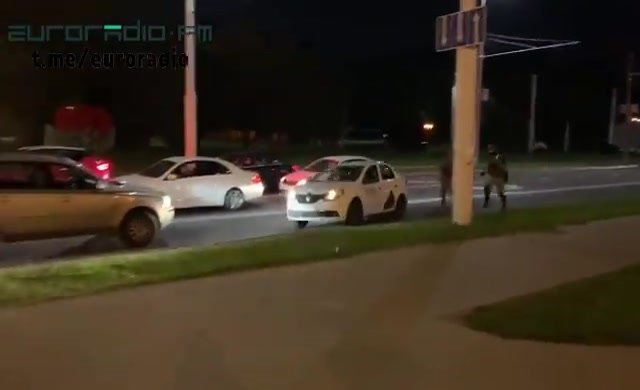 Taksici, göstericiyi polisten böyle kaçırdı