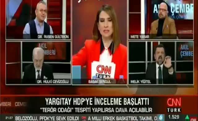 AKP'li gazeteci Melik Yiğitel yayında sinir krizine girdi: Cahil sensin lan alçak!