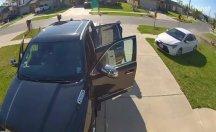 Ehliyetsiz sürücü komşusuna çarptı