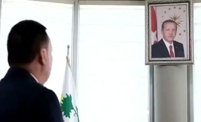 Başkanın saygı duruşu videosu viral oldu