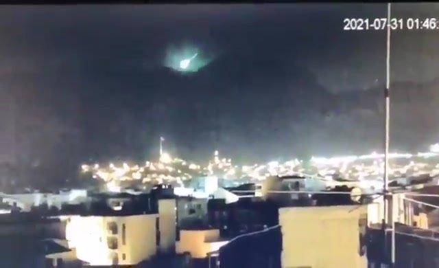 İzmirlileri heyecanlandıran meteor görüntüsü