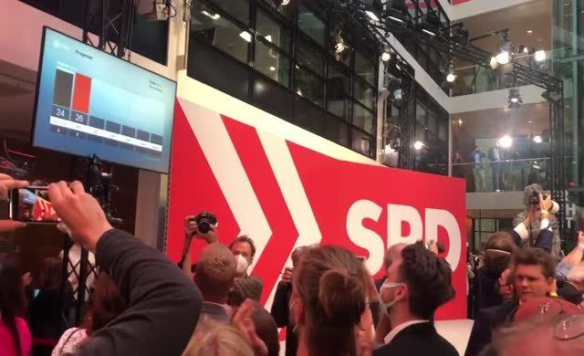 SPD Genel Merkezi'nde büyük coşku