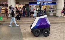 Robotlar sokaklarda devriye geziyor