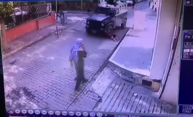 Zırhlı araç yine bir çocuğu ezdi
