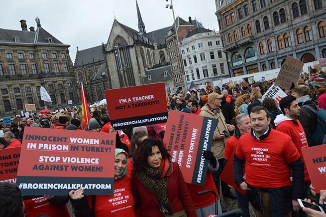 Avrupa'nın 35 şehrinde Türkiye'deki kadınların sesi oldular 5