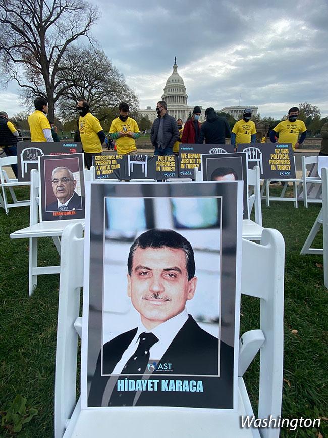 BM Önünde Beyaz Sandalye | Ali Emir Pekkan 3